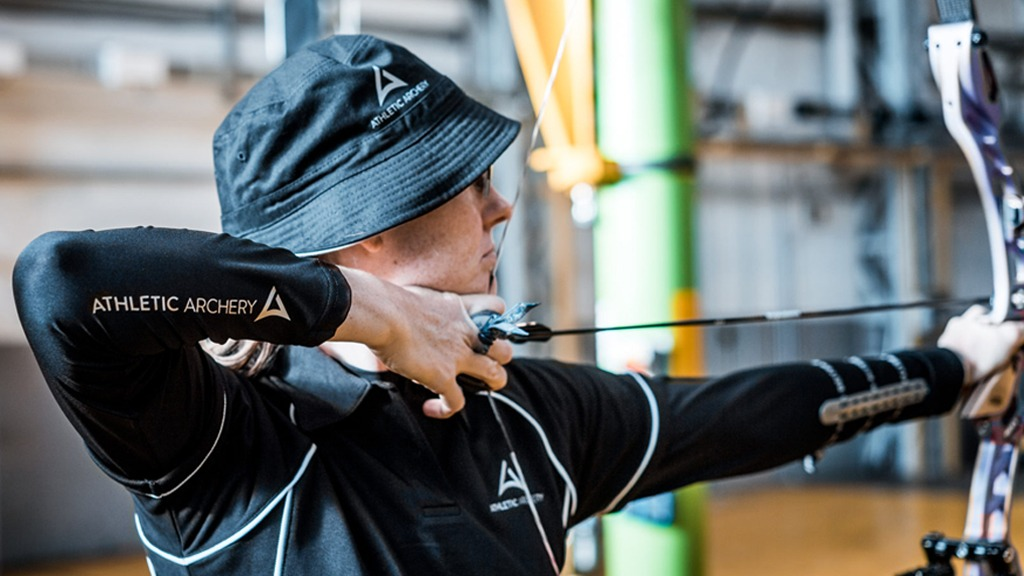 Archery Outdoor Sportswear- Athletic Archery Kampagnenfotos